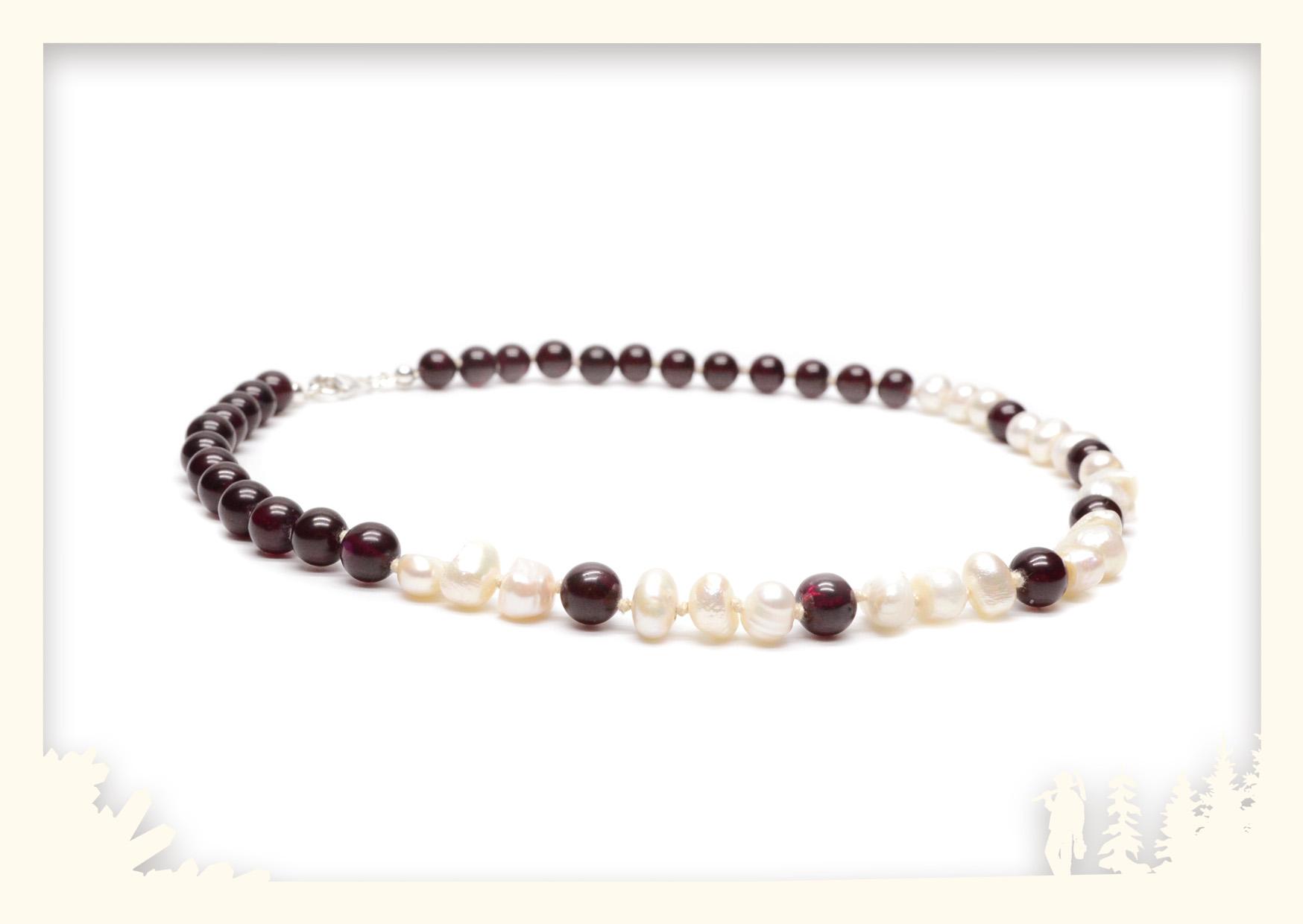 Perlenkette mit Granat Image